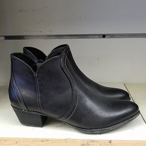 Ariat Shoes - New Women's Ariat 10014284 Astor black ankle boot